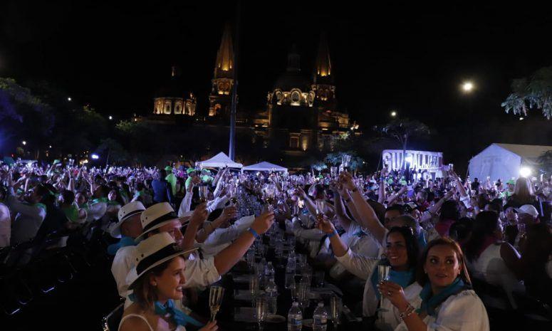 Rompe Guadalajara récord en Cata de Tequila más grande del mundo