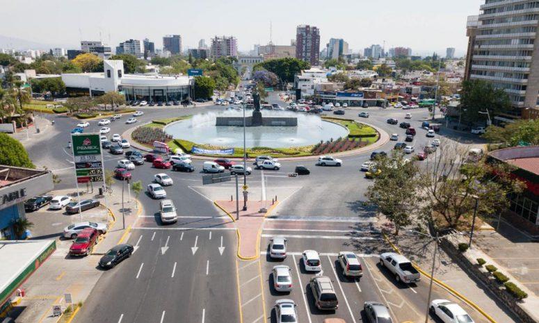 Realizan balizamiento en pasos a desnivel de Guadalajara